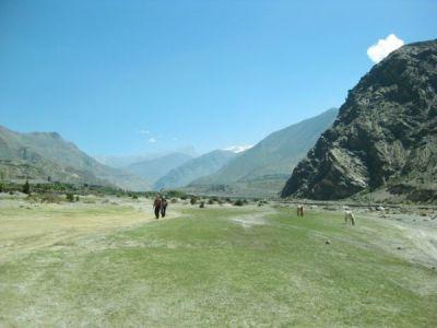 Walking south besides the Kali Gandaki 2013 S Barakzai